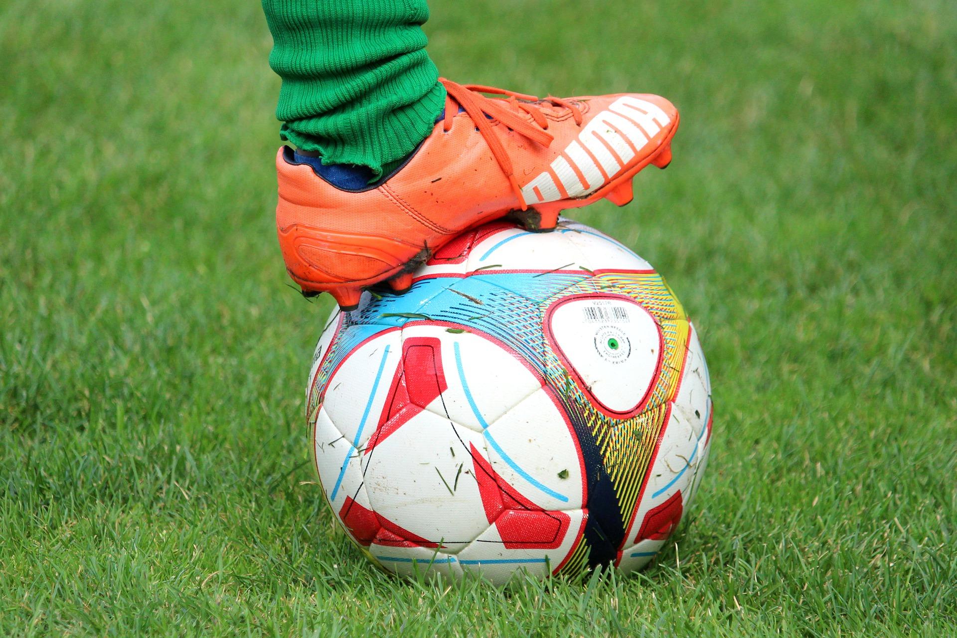 soccer-shoes-4459679_1920.jpg